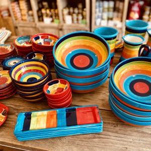 Bunte Keramik-Geschirr-Provence