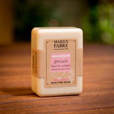 MF-BE-Olivenölseife ohne Palmöl-Kirschblüten-Granatapfel.150g_susanne_grabarz_photographie_2020_05_0057